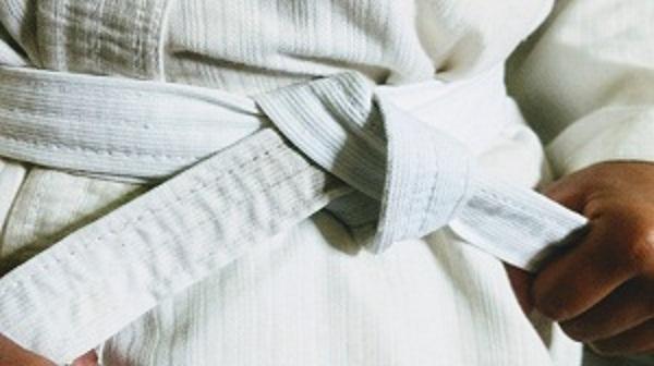 White Belt Karate Meaning in hindi | जानिए कराटे में सफ़ेद बेल्ट का मतलब।